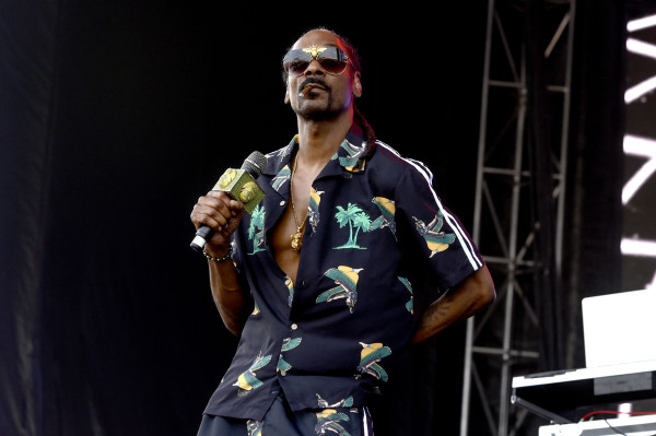 "Snoop Dogg Smoked Blunt In Front Of White House, Says ""F*ck The President"""